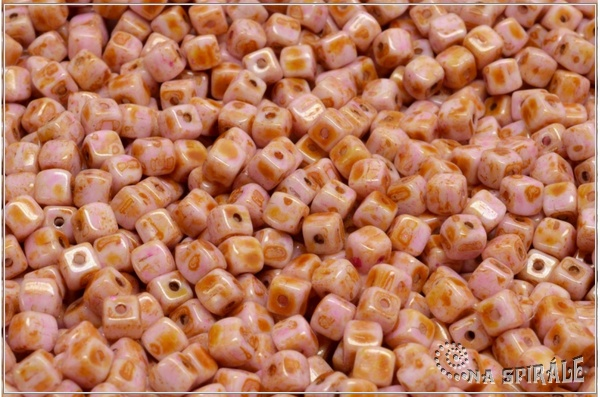 Cube beads - kostičky 4 mm, Chalk Herbs&Spices Ginger, 50 ks